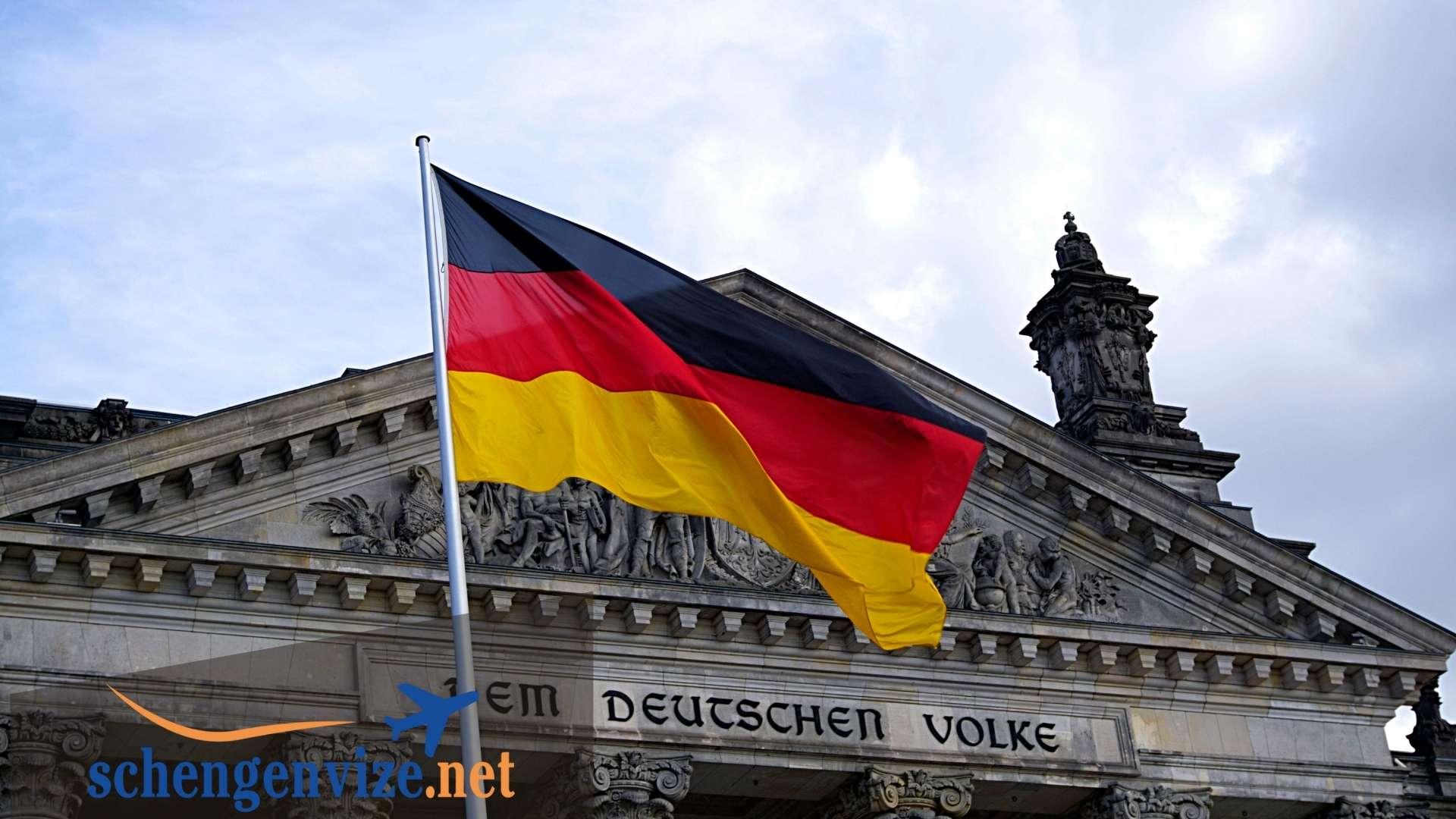 Almanya'da Kalıcı Çalışan Olma Ve Oturum Hakkı Alma